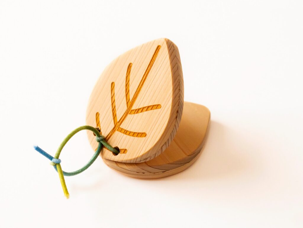 ヒノキの木のカスタネット